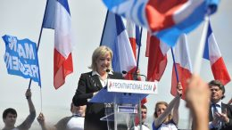 Meeting_1er_mai_2012_Front_National,_Paris_(20) (2)