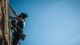 Support climbers. Image: Flickr, Tiziano Deromedi.