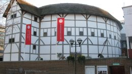 Globe Theatre in London. Image: Wikipedia, Schlaier.
